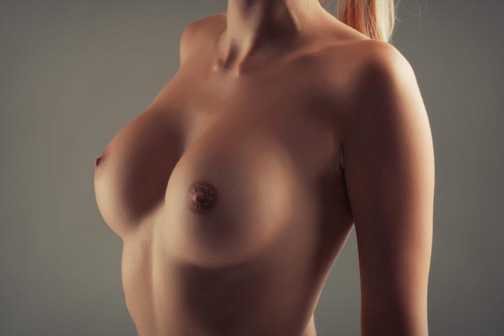 Jak si vybrat bezpečné prsní implantáty?